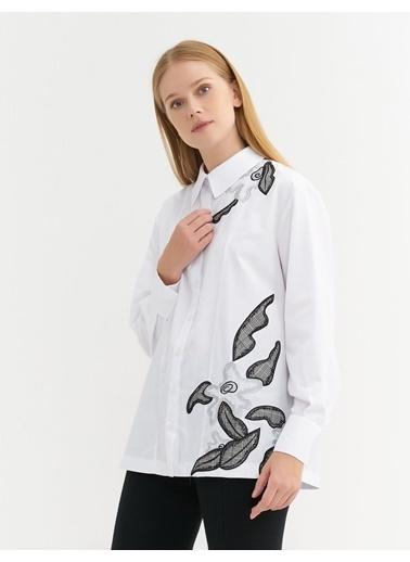 BGN Beyaz - Nakış Detaylı Poplin Gömlek Beyaz